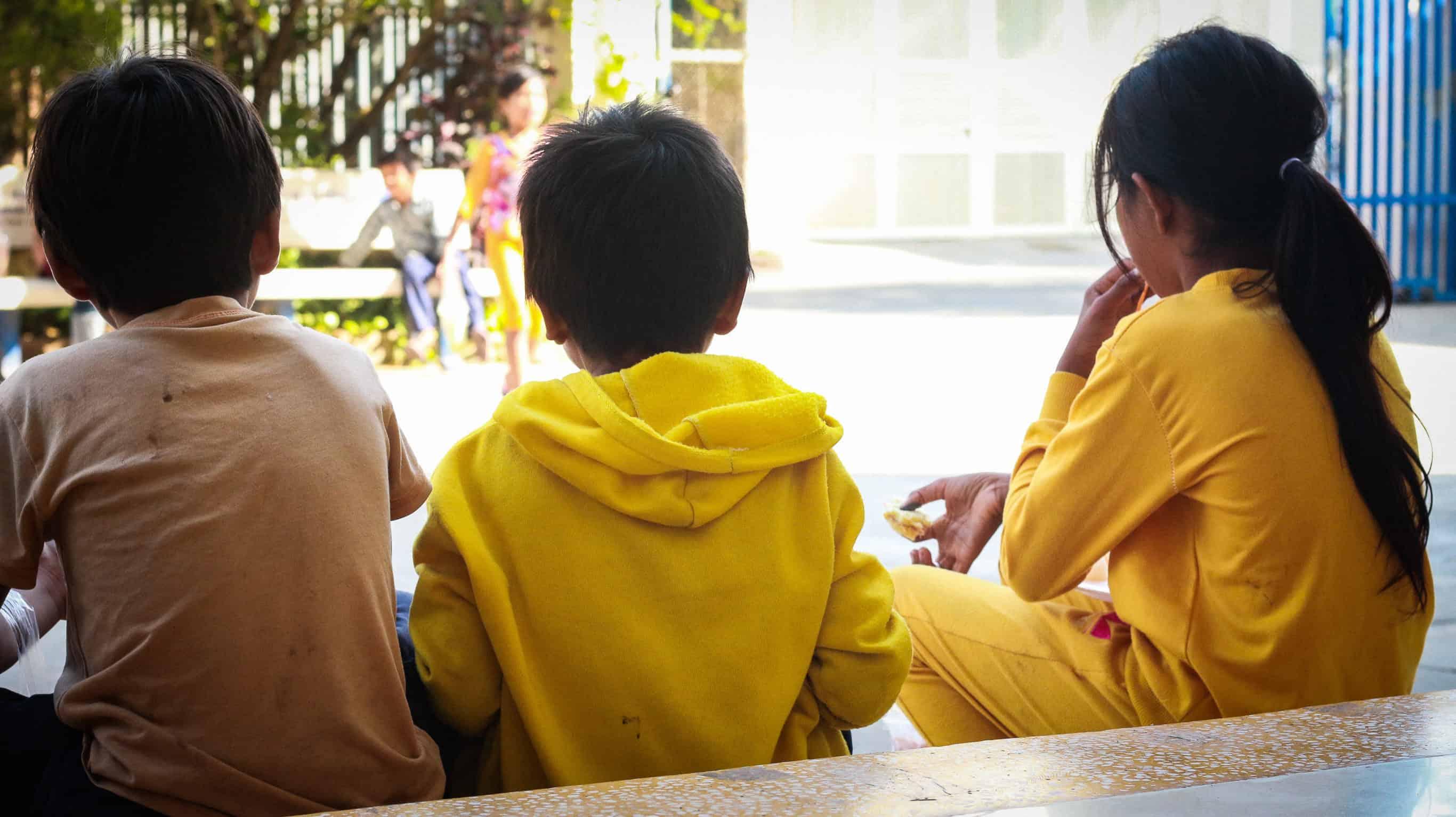 three-children-llook-gate